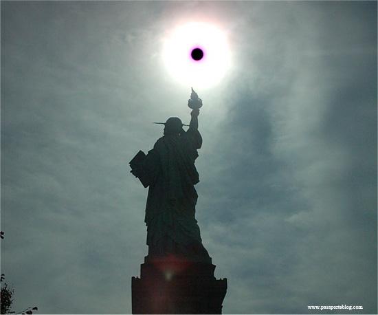 estatua de la libertad contraluz