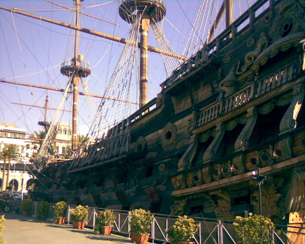 Galeon de Roman Polansky, Puerto Antiguo, Genova, Italia