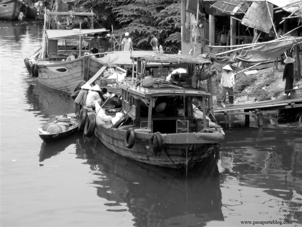 Rio y mercado en Hoi An, Vietnam