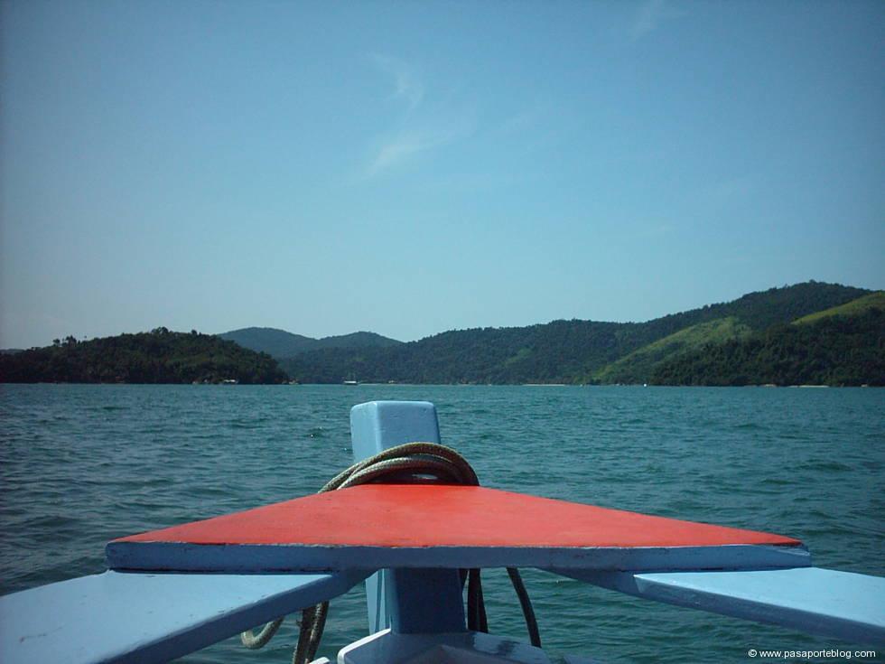 navegar en las playas de parati, brasil