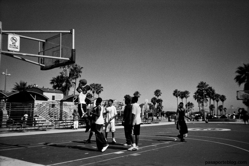 partido de baloncesto en santa monica, los angeles, california FOTOGRAFIA BLANCO Y NEGRO