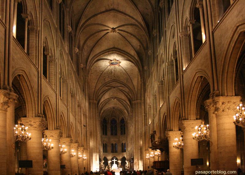 Catedral de Notre Dame, interior, viaje a Paris, Francia