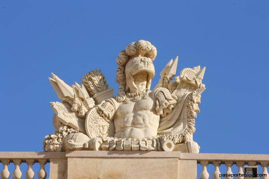 detalle de los jardines de versalles, palacio de versalles, paris