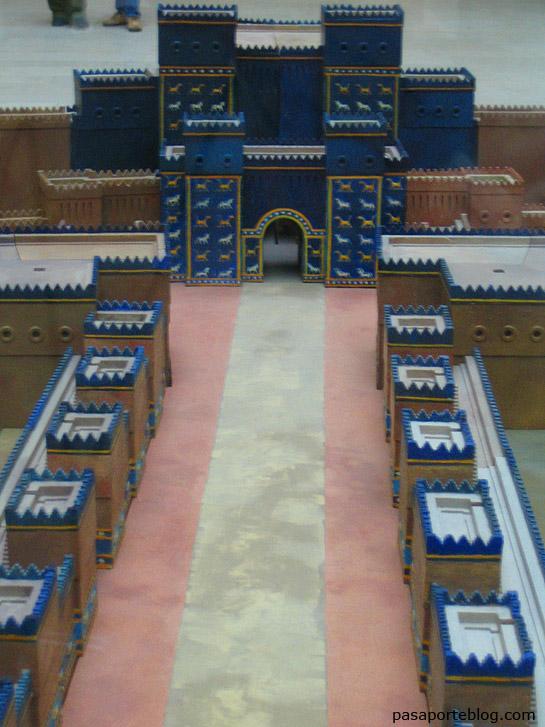 maqueta de las puertas de babilonia, puerta de istar, museo de pergamo, berlin