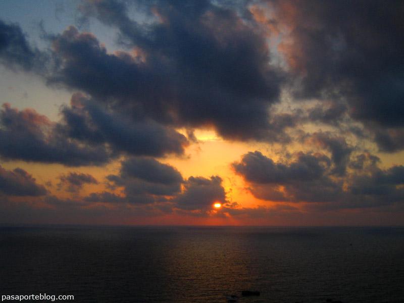 puesta de sol en la isla de ischia, italia
