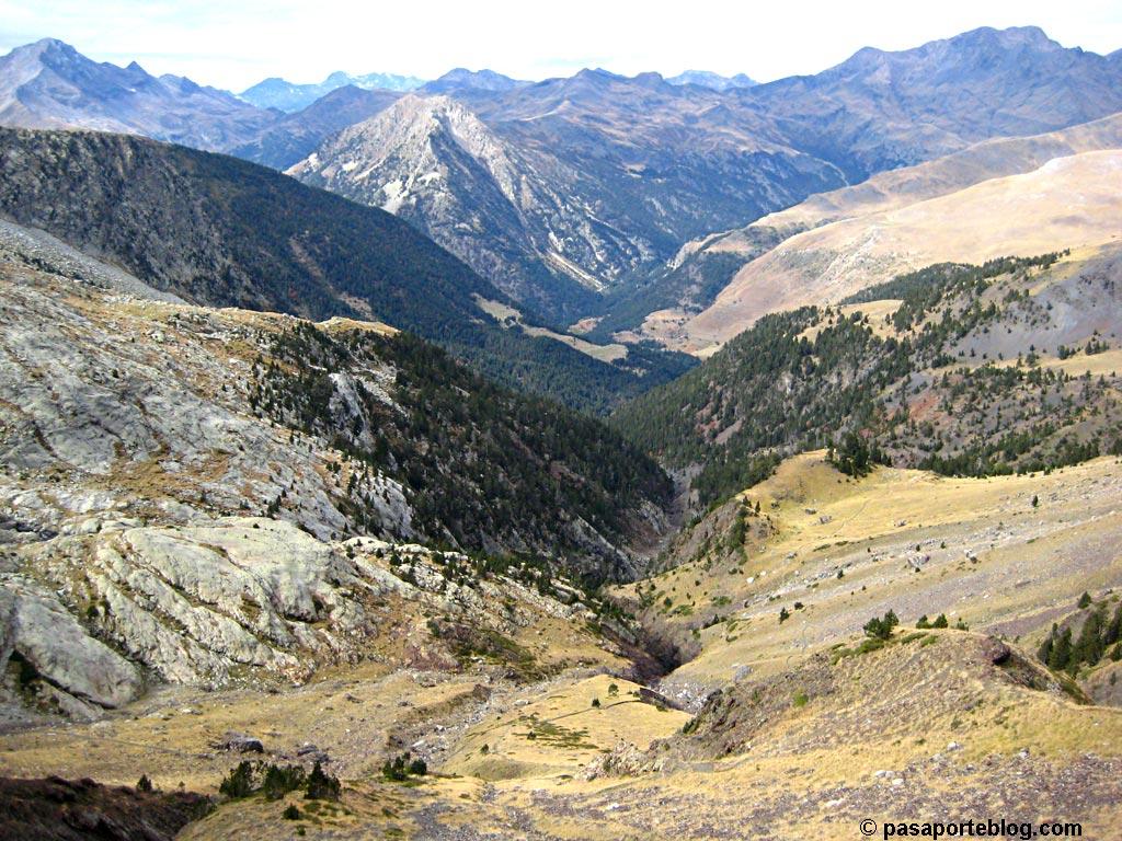 Se abre el valle y cambia la vegetación, Pirineos