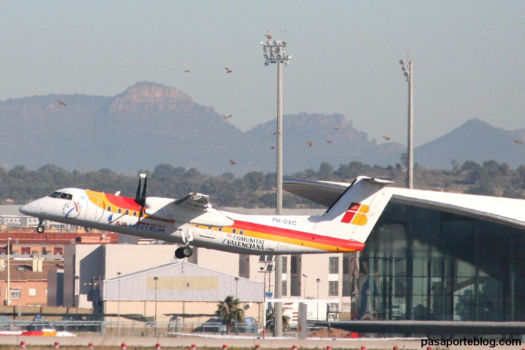 Avión de Iberia Regional Air Nostrum despegando del Aeropuerto de Valencia