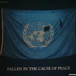 """Foto bandera Naciones Unidas """"Fallen in the cause of Peace"""""""