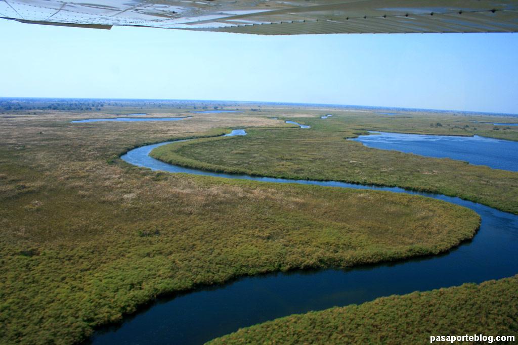 Uno de los brazos del río Okavango, Delta del Okavango