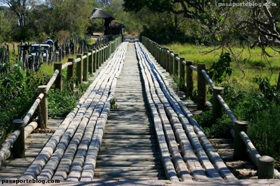 Puente sobre el río Khwai, Botswana, viaje Sur de África