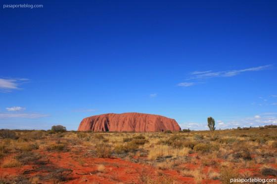 ayers rock uluru montaña en el desierto