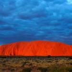 Uluru o Ayers Rock la montaña sagrada de los aborigenes de Australia
