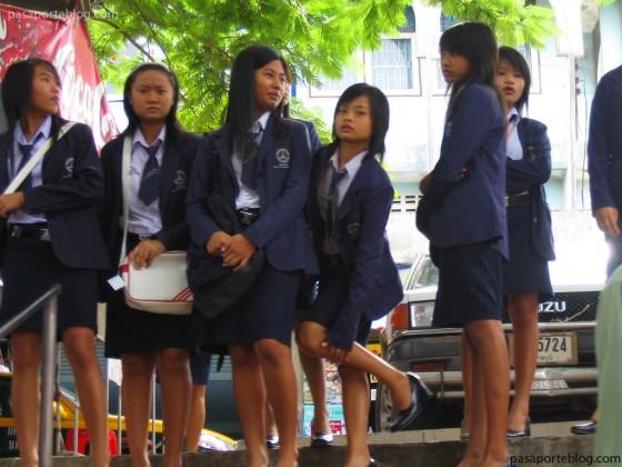 colegios-en-el-mercado-flotante-de-bangkok