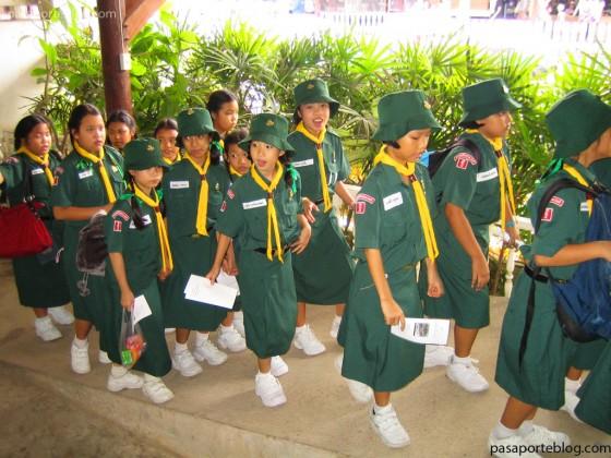 colegios-mercado-flotante-bangkok