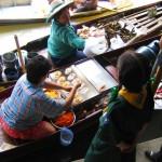 mercado y comida recien hecha en bangkok