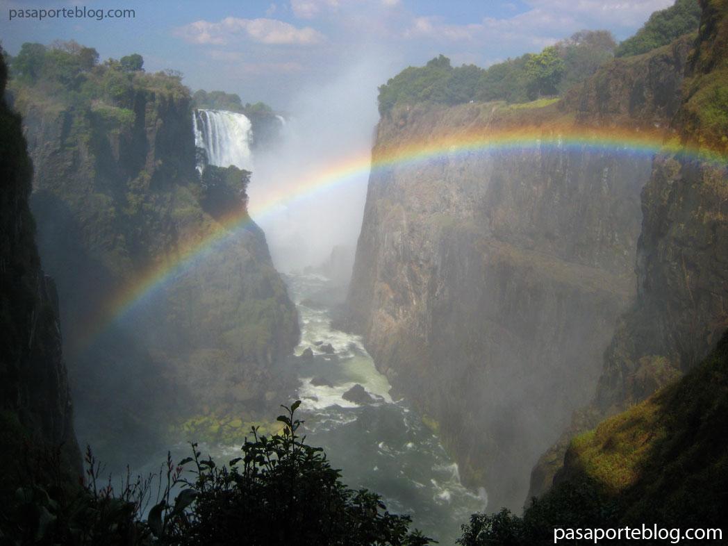 Cataratas Victoria, una de las 7 maravillas naturales del mundo.