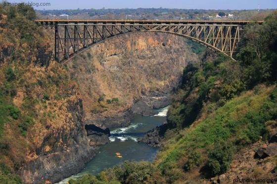 puente cataratas victoria zimbawe zambia puenting rafting en africa