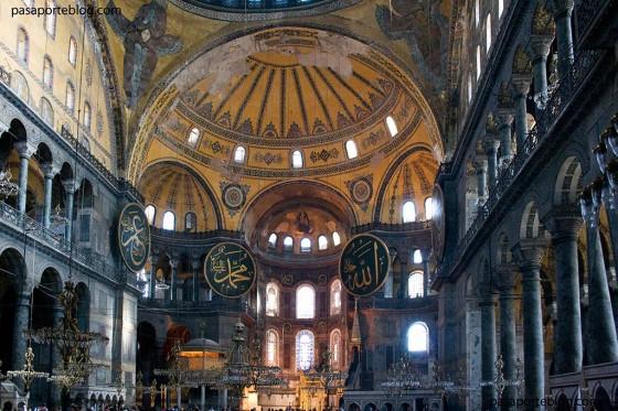 entrada al interior de santa sofia en estambul