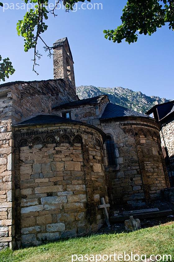 iglesia-en-la-vall-de-aran-viaje-a-pirineos