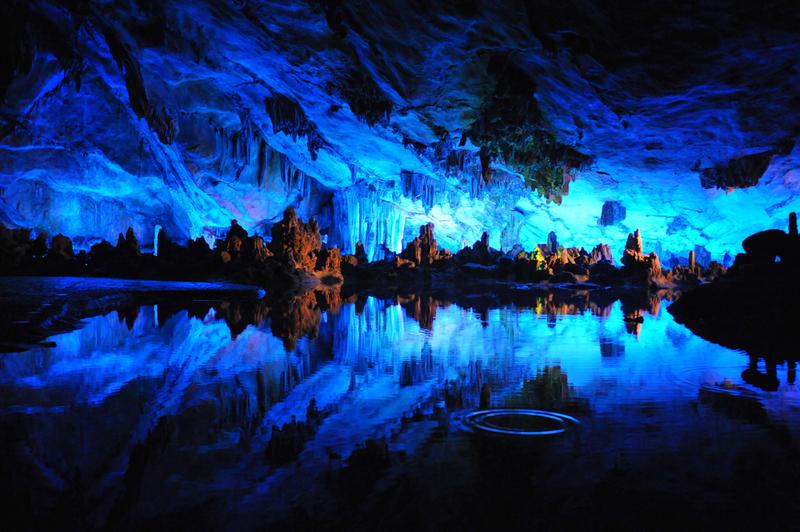 Lago Reed Flute Cave (China), una cueva de colores. Los 10 lagos más espectaculares del mundo