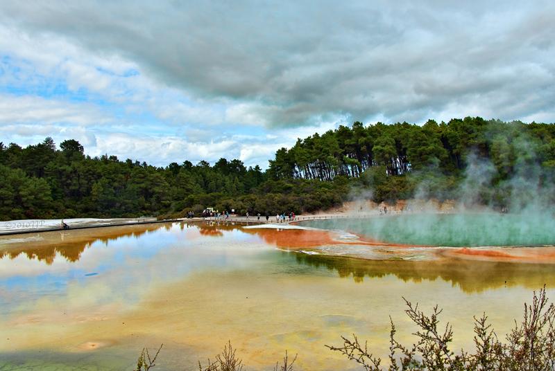 Lago de Wai-o-Tapu (Nueva Zelanda), una verdadera piscina de champagne. Los 10 lagos más espectaculares del mundo