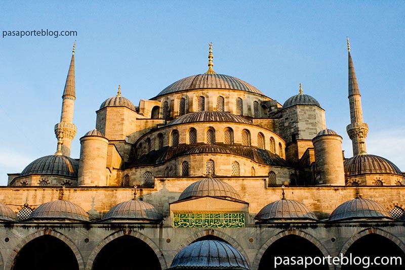 mezquita junto al mercado de las especies