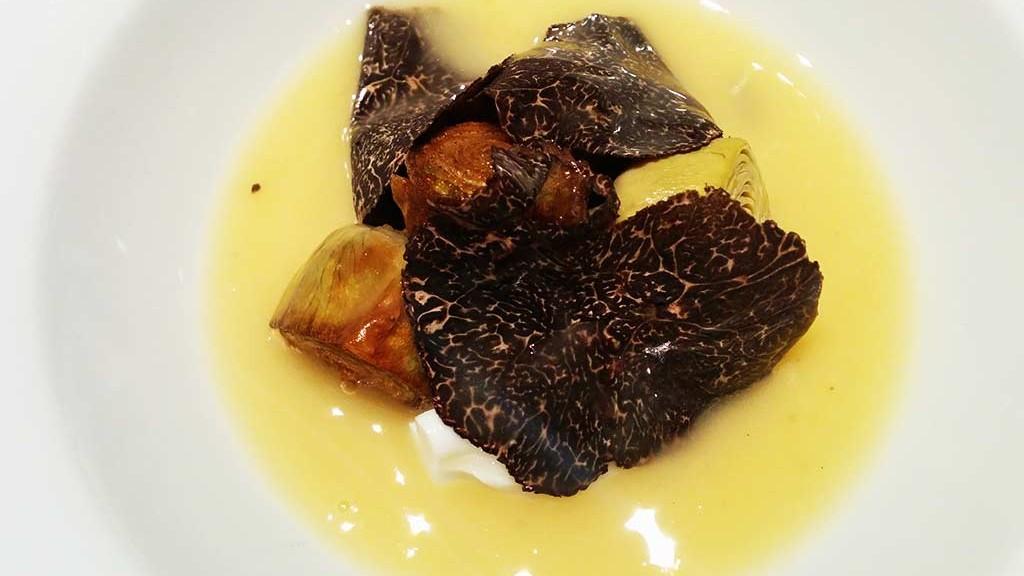 Restaurante-Ricard-Camarena-Alcachofa-ecologica-con-jugo-de-pollo-limon-jerez-y-trufa