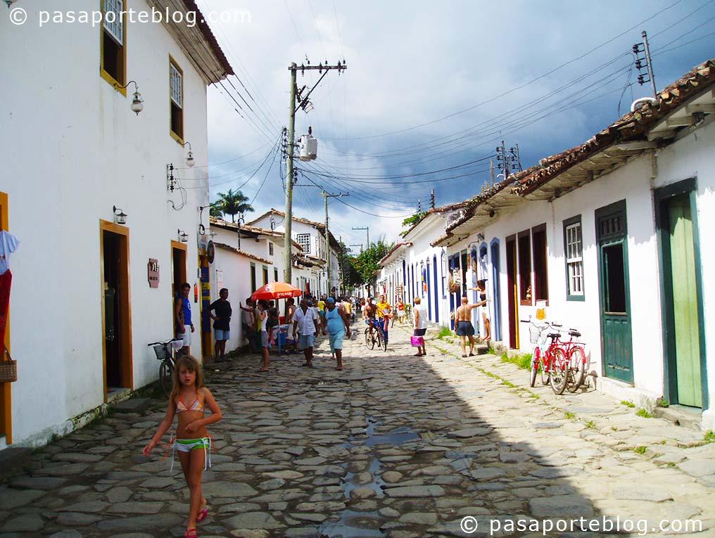 calles empedradas de parati brasil, estado de rio de janeiro