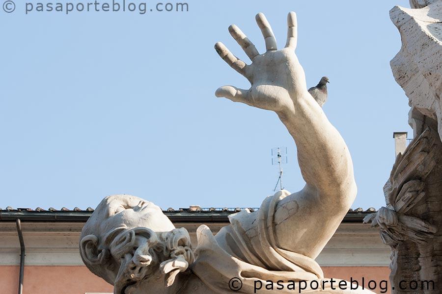 escultura de bernini en la plaza navona fuente de los cuatro rios