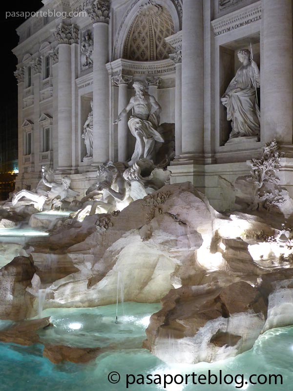 fontana-de-trevi-at-night