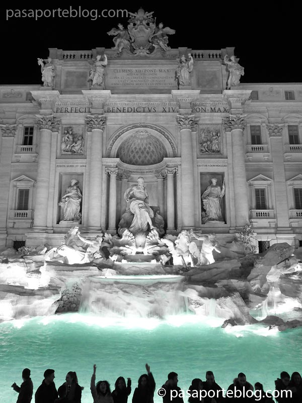lanza una moneda a la fontana di trevi y volverás a viajar a Roma