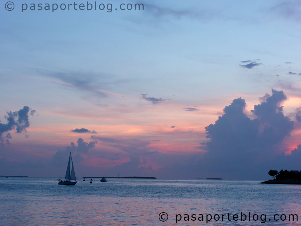 key west sunset at mallory squeare puesta de sol en la plaza mallory kew west florida blog