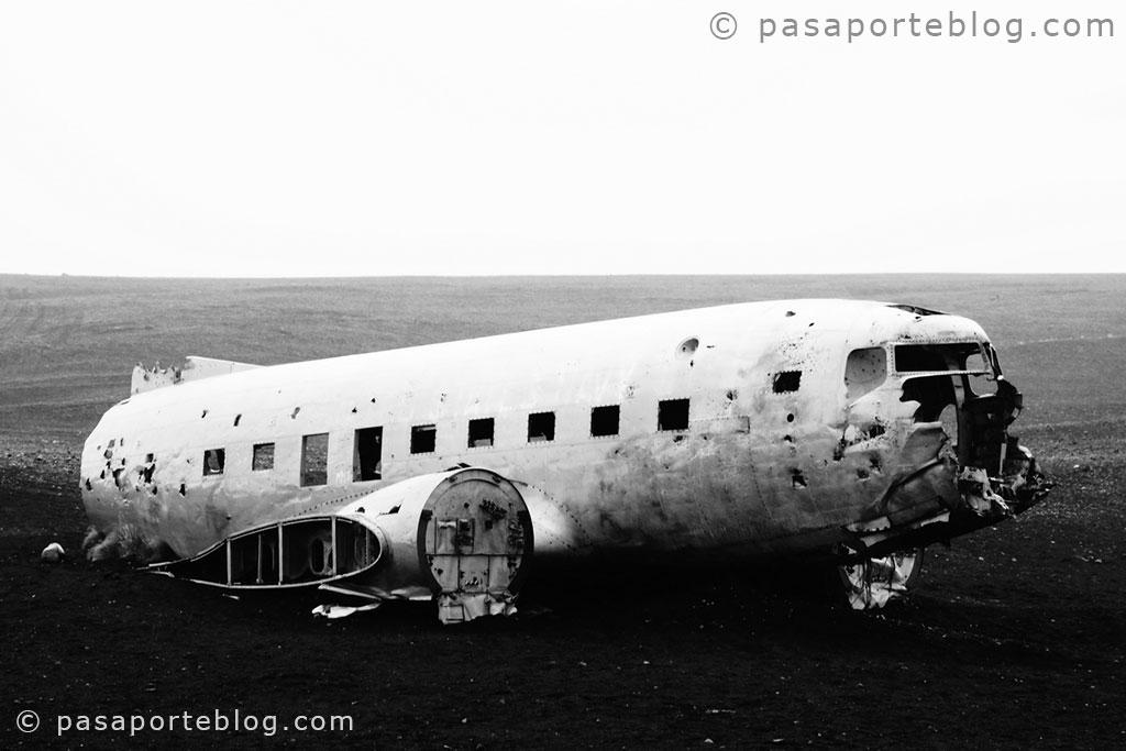 fotos de avion estrellado de un turista en islandia