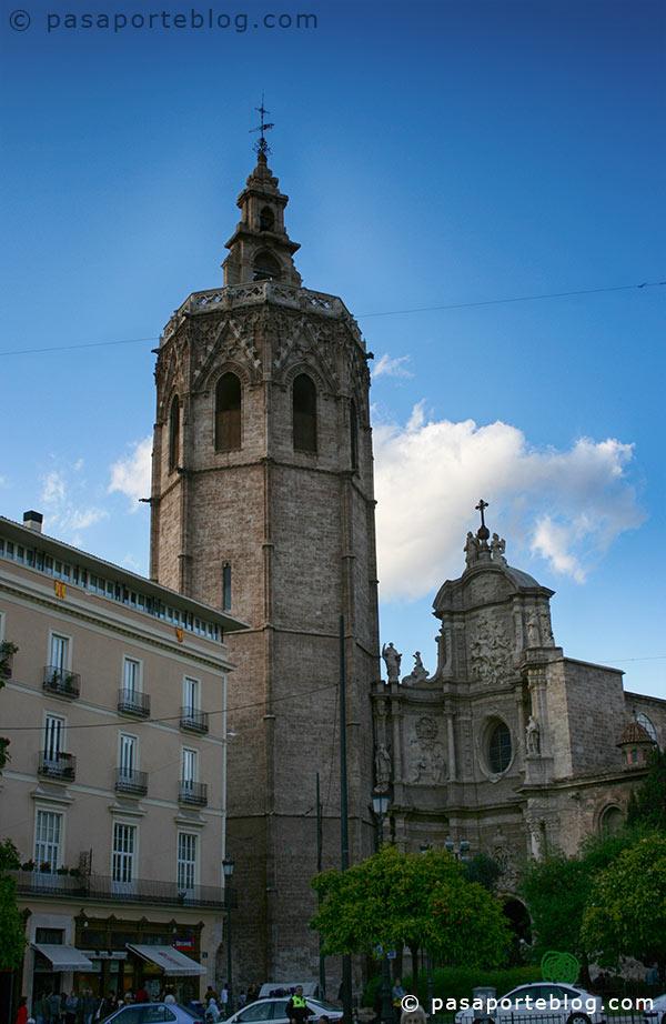 miguelete-y-puerta-barroca-catedral-de-valencia