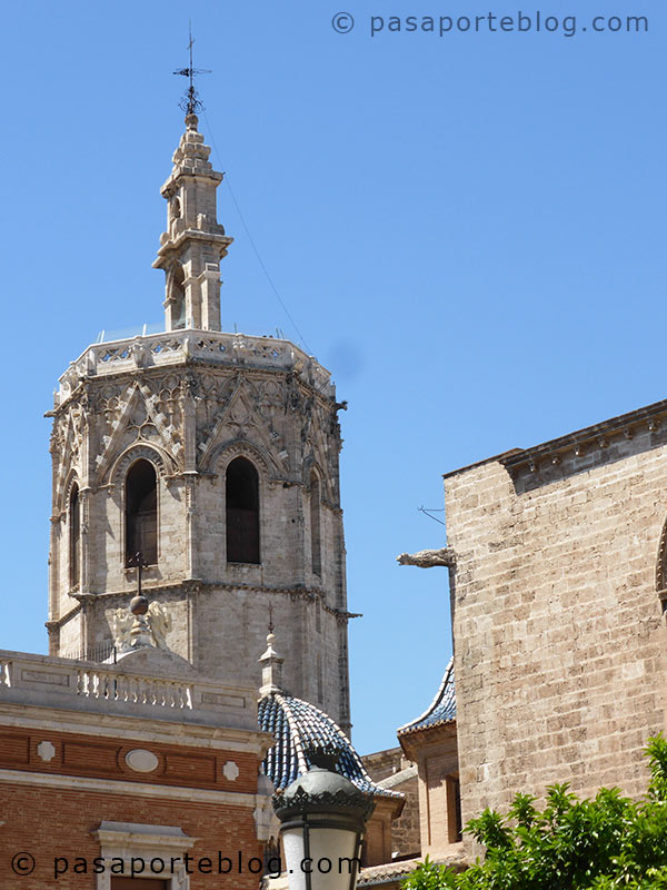 torre-del-miguelete-desde-la-plaza-del-arzobispo-valencia