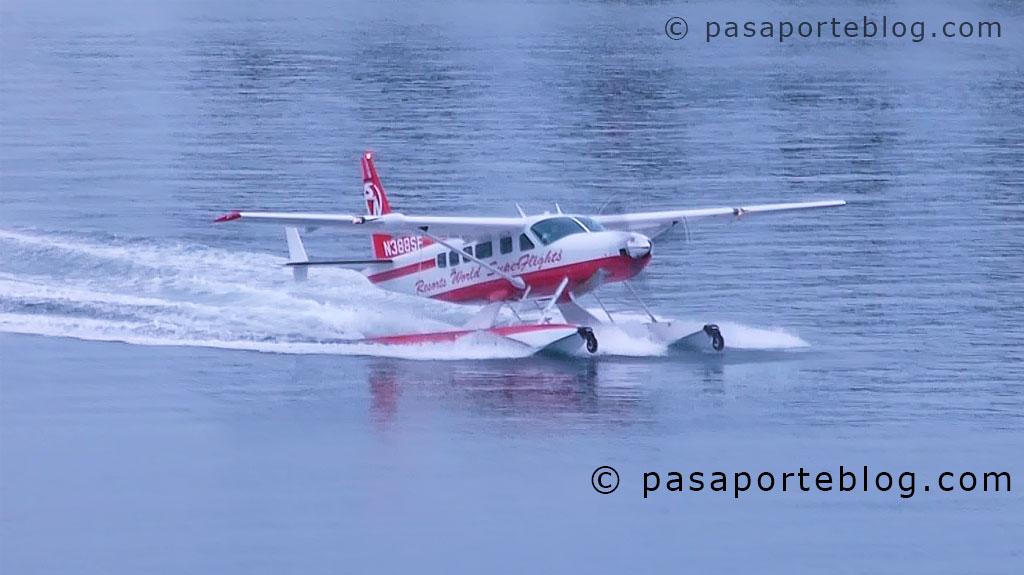 Aviones y cruceros en Miami Beach, amerizaje de hidroavión.