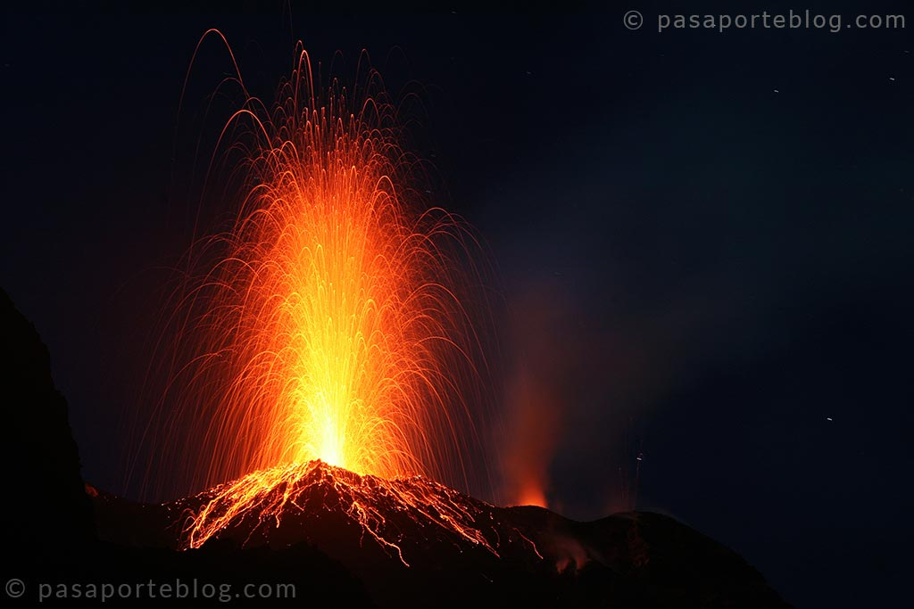 volcan activo estromboli stromboli sicilia viaje