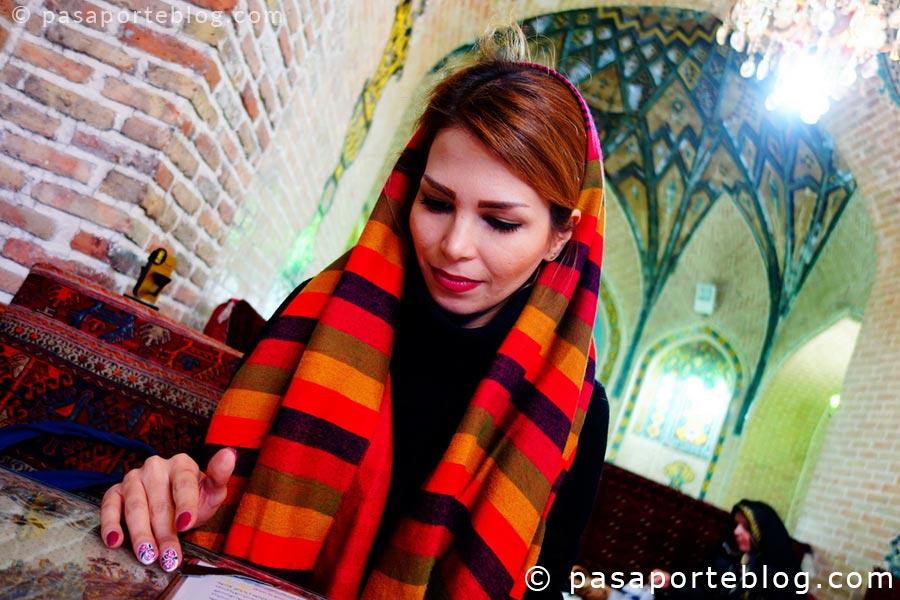 mujeres en iran uso del velo