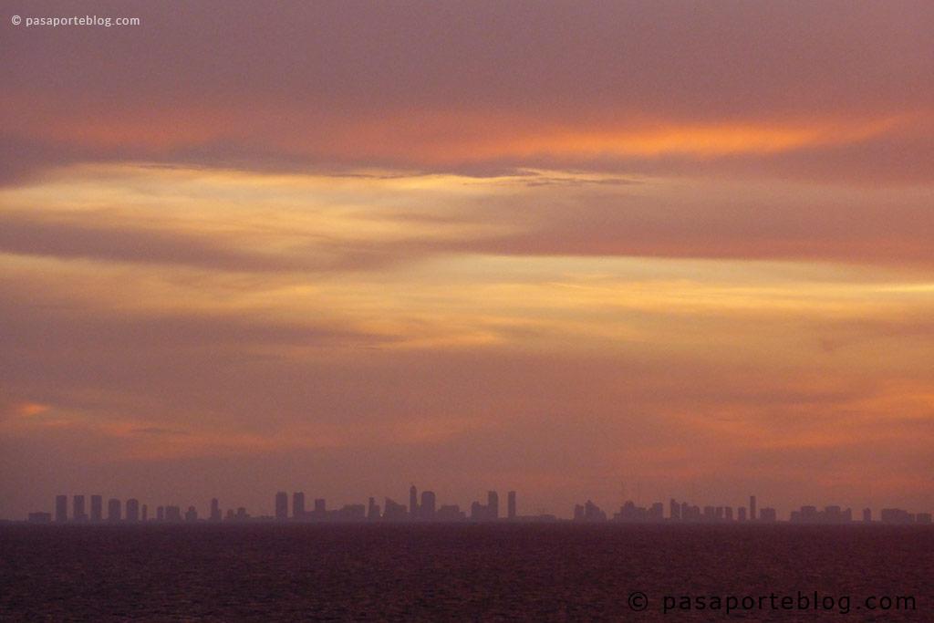 skyline de miami visto desde el crucero a las bahamas