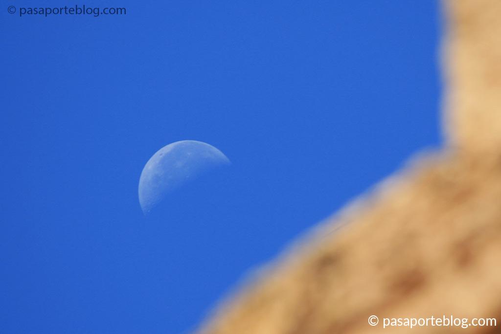 la luna sobre los templos griegos