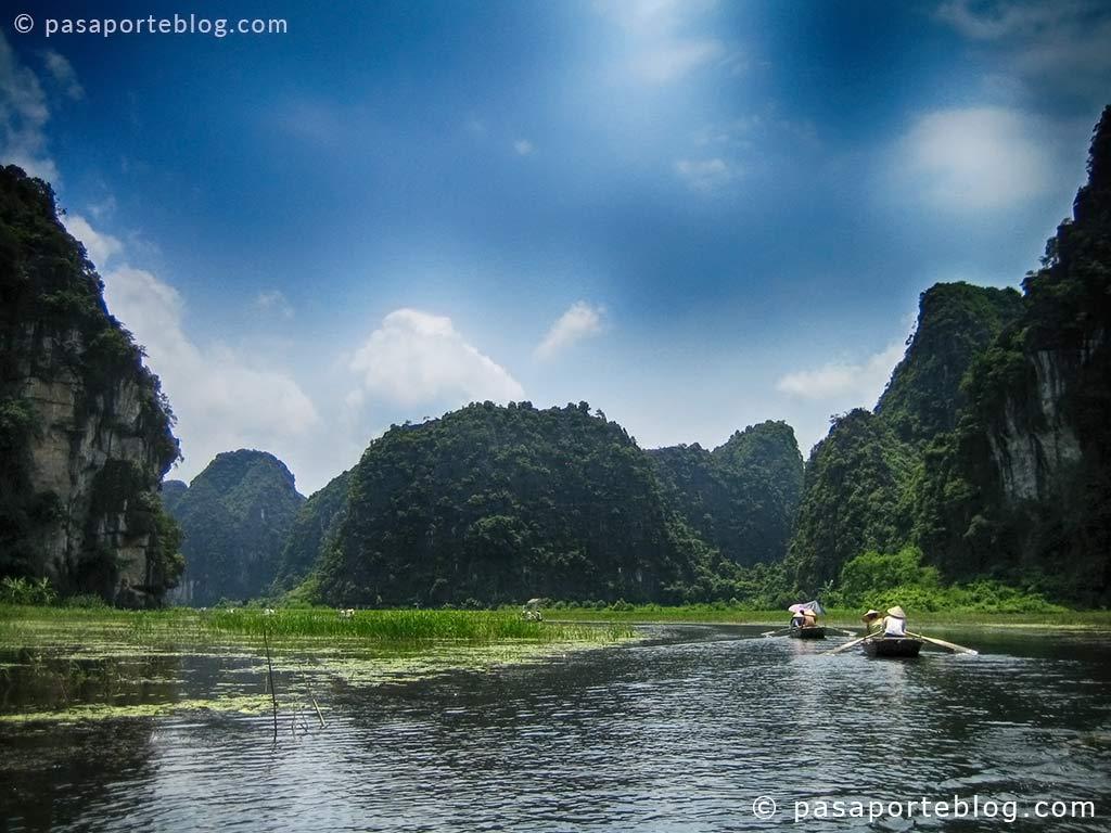 tam coc o la bahia de halong sobre arrozales en nin bihn viaje a vietnam